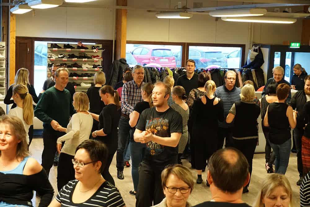 Tanssikurssit Turku / Tanssipuoti