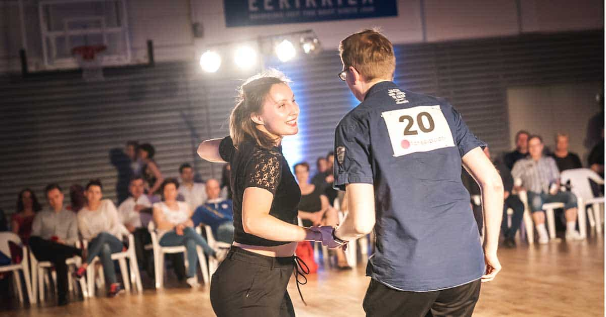 Leikkimielinen Jack & Jill -tanssikilpailu eCrossissa