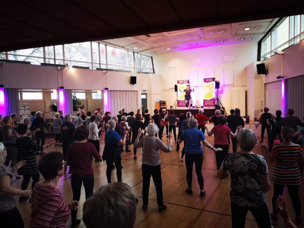 HappySeniors ja Lavis tunti Tanssikoulu HappyDancella