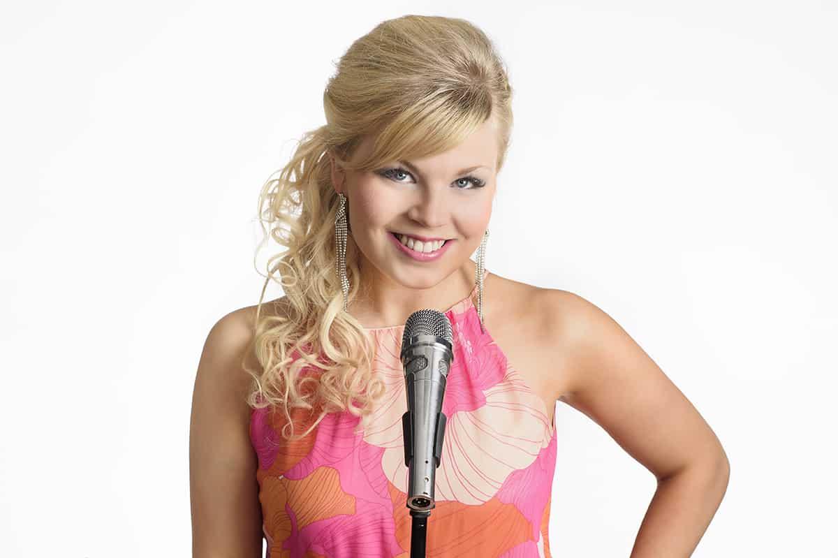 Reeta Saranpää, laulaja ja viulisti